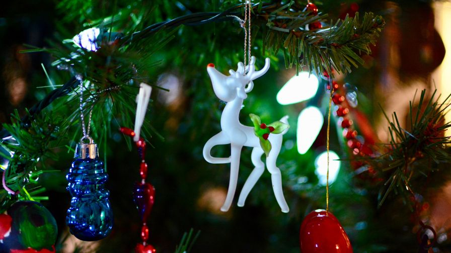 White Deer Christmas Tree Ornament HD Wallpaper