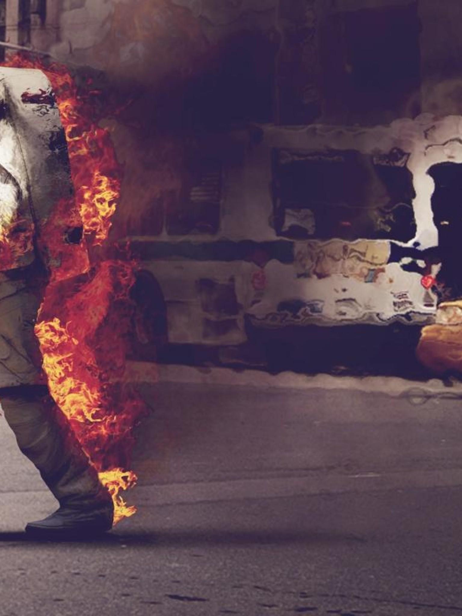 astronaut on fire - HD1536×2048