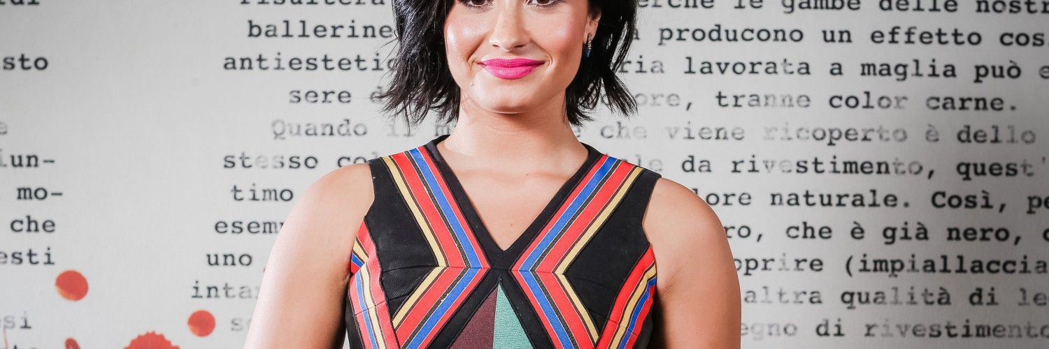 Demi Lovato Hd Wallpaper for Desktop and Mobile