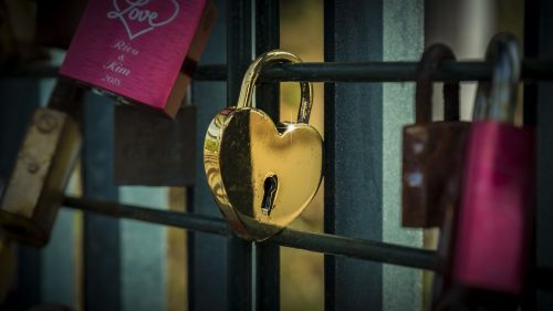 Heartshaped lock HD Wallpaper
