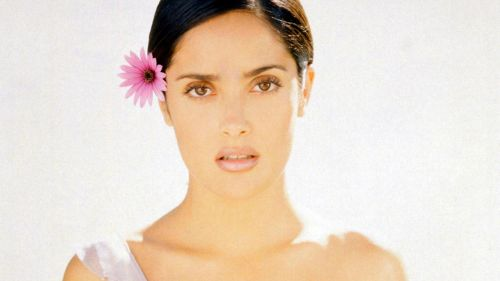 Salma Hayek with flower on her hair HD Wallpaper