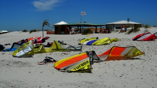 Sardinia kites on beach HD Wallpaper